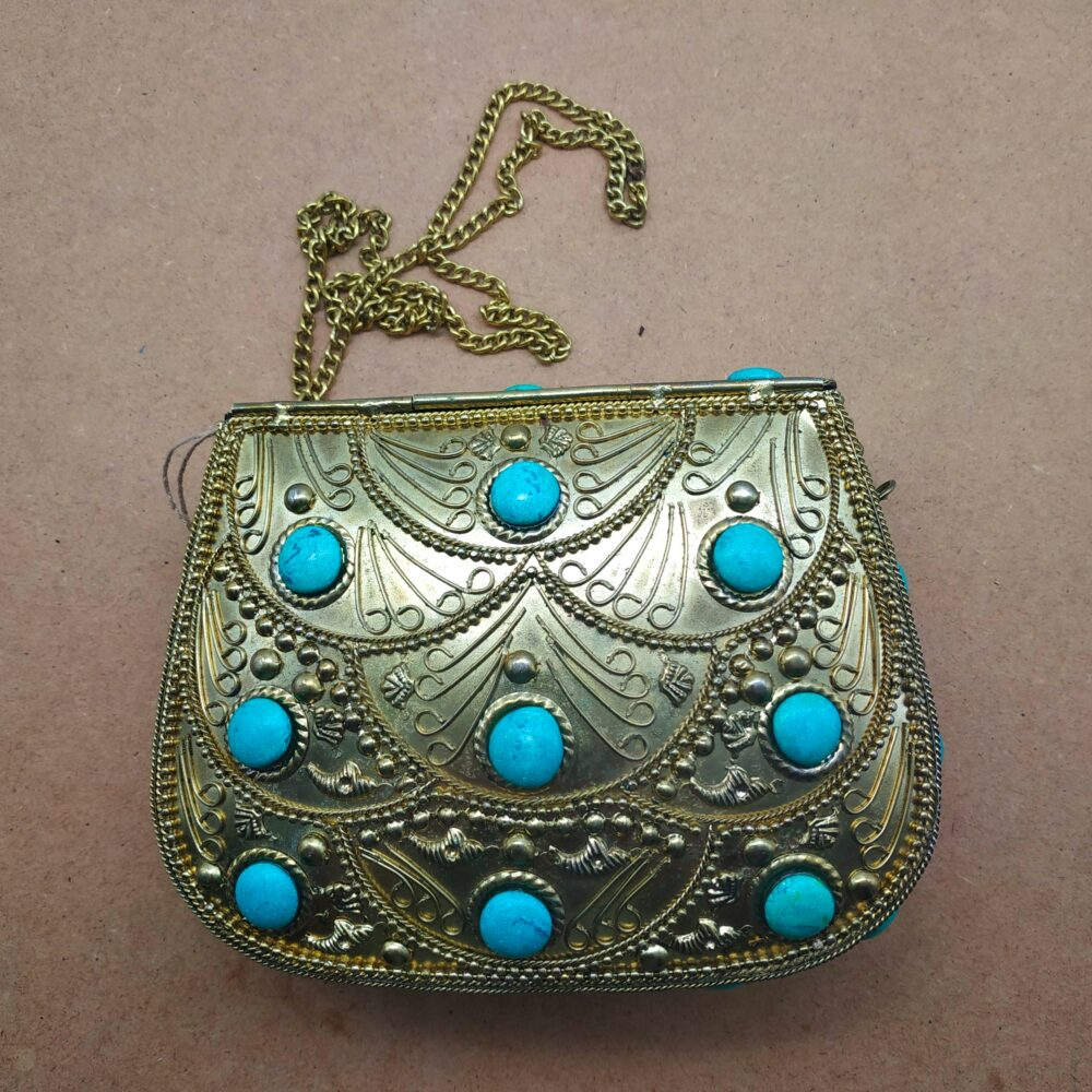 1385 Brass bag with stones
